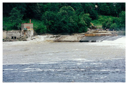 First water flows through breached Edwards Dam on July 1, 1999