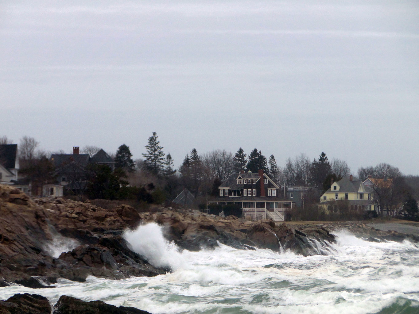 York Maine homes and ocean waves